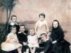 Eugène de Roquefeuil et du Bousquet avec ses frères et soeurs vers 1890