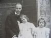 Henry de Roquefeuil-Cahuzac et ses deux filles Marie-Thérèse et Jacqueline