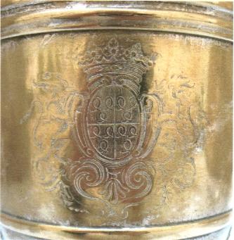 Detail des armoiries Roquefeuil sur une aiguiere