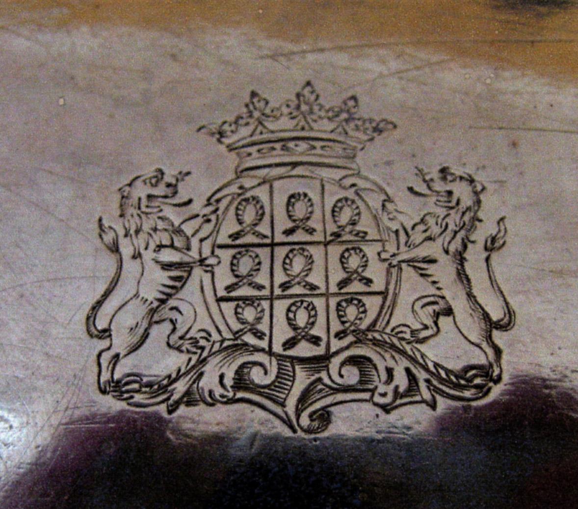 armes-avec-couronne-de-duc-sur-huillier-roquefeuil-1768-maitre-bazille-orfevre-a-montpellier