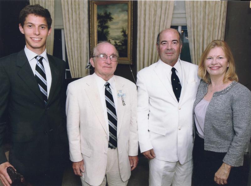 Jean-Melchior de Roquefeuil et du Bousquet avec le Président général de la Société des Cincinnati